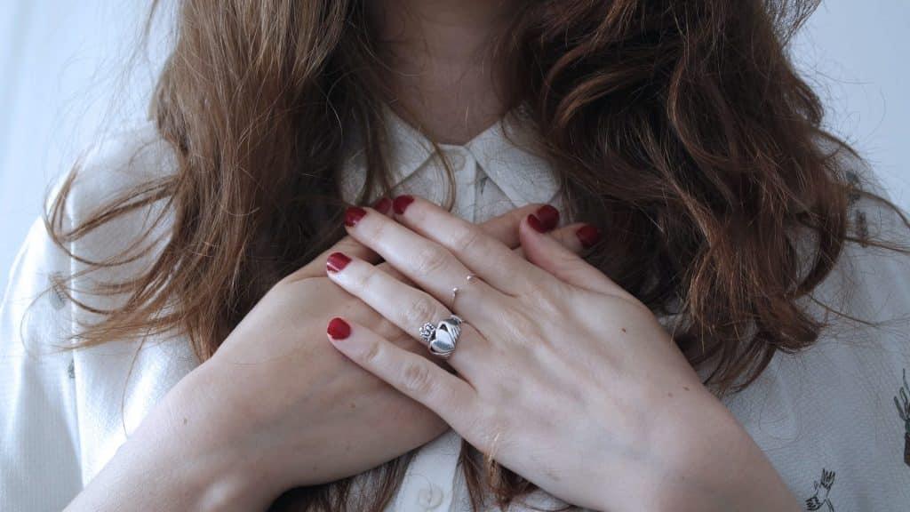 vrouw met hartkloppingen