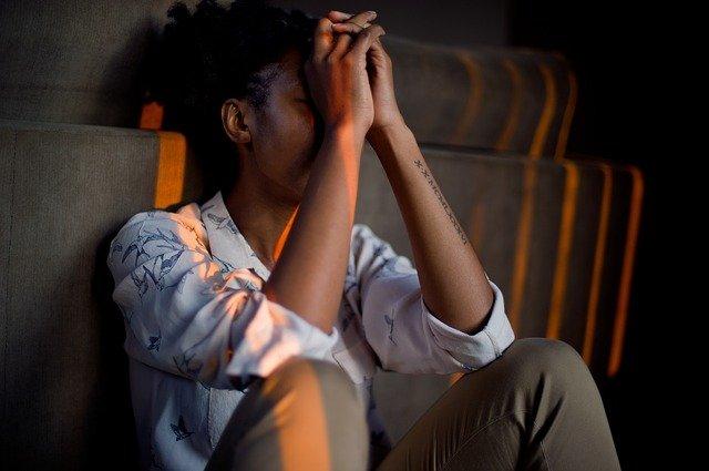 Vrouw lukt het niet om stressklachten op te lossen