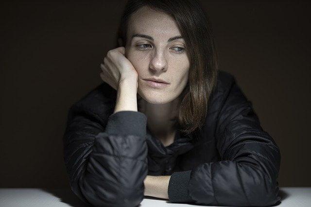 Vrouw burn-out op haar werk